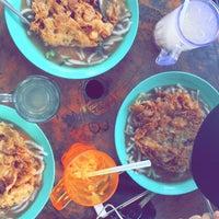 Photo taken at Laksa Pokok Limau by Jeynahhh on 7/31/2016