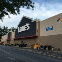 Photo taken at Lowe's Home Improvement by Vince L. on 7/31/2016