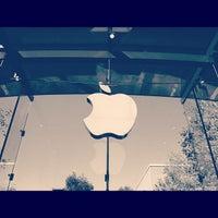 Photo taken at Apple Palo Alto by Tuhin K. on 10/27/2012