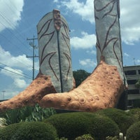 Photo taken at World's Largest Cowboy Boots by Stefanie C. on 8/18/2015