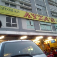 Photo taken at Restoran Nasi Kandar Ayza's by Mummy Q. on 3/28/2013