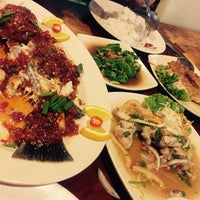 Photo taken at Sri Niara Seafood Restaurant by Fadli F. on 11/21/2015