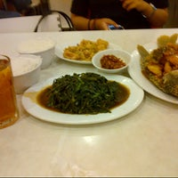 Photo taken at D'Cost Seafood by nimas ayu k. on 1/31/2013