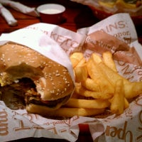 Photo taken at Red Robin Gourmet Burgers by Diamond J. on 1/15/2012