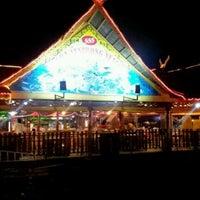 Photo taken at Senibong Village Seafood by KyaizeeMcAdams on 6/2/2012