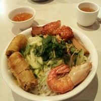 Photo taken at Xe Lua Vietnamese Cuisine 火車頭 by Marie R. on 3/6/2012