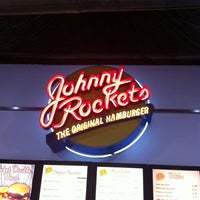 Photo taken at Johnny Rockets by Julio H. on 8/20/2012