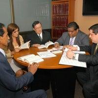 Photo taken at Serrano & Alvia, Consultores Juridicos by Wester A. on 6/7/2012