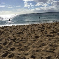 Photo taken at Kaimana Beach Park by Mayu A. on 10/22/2016