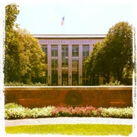 Photo taken at Krentzman Quadrangle by Kesavsundar G. on 8/14/2013