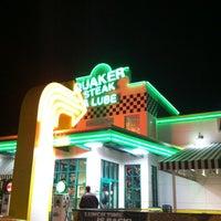 Photo taken at Quaker Steak & Lube® by H. Jose B. on 12/11/2012