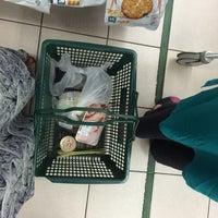 Photo taken at Giant Supermarket by Mizz Irma on 7/27/2015