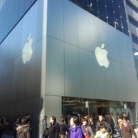 Photo taken at Apple Store by nobu on 2/10/2013