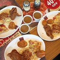 Photo taken at Shakey's by Angel C. on 12/29/2015