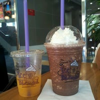 Photo taken at The Coffee Bean & Tea Leaf @ Kumho Asiana Plaza by Khang D. on 5/6/2013
