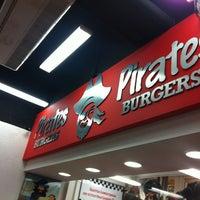 Foto tomada en Pirates Burgers por Eden E. el 7/20/2013