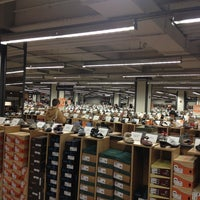 Photo taken at DSW Designer Shoe Warehouse by Mo D. on 3/27/2013