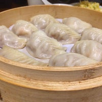 Photo taken at Din Tai Fung 鼎泰豐 by Spencer C. on 7/28/2016