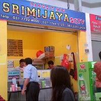 Photo taken at Pangsit Mie Ayam Srimijaya by Ivone s. on 8/9/2014