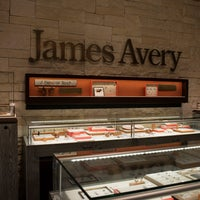 Photo taken at James Avery Jewelry by James Avery Jewelry on 7/7/2016