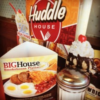 Photo taken at Huddle House by Rob W. on 5/25/2014