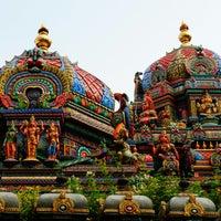 Photo taken at วัดพระศรีมหาอุมาเทวี (วัดแขก) Sri Mahamariamman Temple by ฮายาชิ r. on 10/28/2013