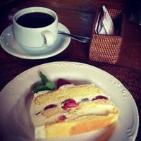 Photo taken at Cafe Wayan & Bakery by Chelly ✌. on 3/2/2013
