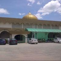 Photo taken at Masjid Al-Ridhuan by ZMA on 3/8/2013