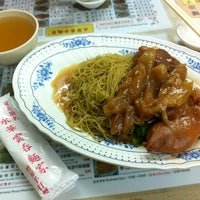 Photo taken at Wing Wah Noodles Shop 永華雲吞麵家 by Jefford N. on 5/30/2013