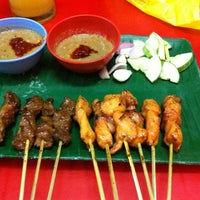 Photo taken at Pondok Satay by Kah Yan on 10/9/2012