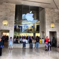 Photo taken at Apple Carrousel du Louvre by Jerry K. on 5/8/2013