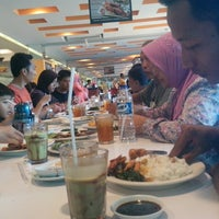 Photo taken at D'Cost Seafood by Andri R. on 3/30/2014