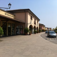 Photo taken at Franciacorta Outlet Village by Lucila d. on 6/14/2013