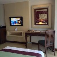 Photo taken at Rua Rasada Hotel by Angel S. on 7/10/2015