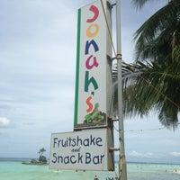 Photo taken at Jonah's Fruitshake and Snackbar by Jonadeth G. on 4/9/2013