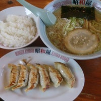 Photo taken at らーめん昭和屋 扇町店 by keizi on 1/17/2014