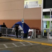 Photo taken at Best Buy by Alfredo L. on 11/22/2012