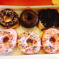 Photo taken at Dunkin Donuts by Pâmella F. on 4/13/2015