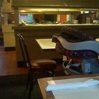 Photo taken at Pizza Hut by Glenda C. on 5/22/2013