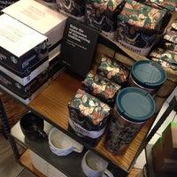 Photo taken at Starbucks by Leo P. on 10/23/2013