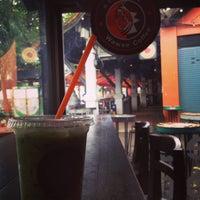 Photo taken at Wawee Coffee by เวลาไม่เคย ห. on 9/17/2014