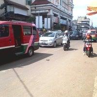 Photo taken at Jalan Otto Iskandardinata by Vabrieck B. on 1/30/2014