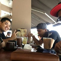 Photo taken at OldTown White Coffee by amirul iman on 2/7/2016
