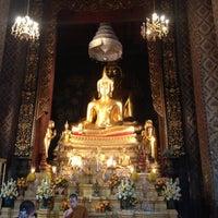 Photo taken at Wat Bowon Niwet by 🍇 Monsawan ✨ on 4/21/2013