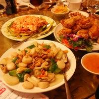 Photo taken at Ái Huê Restaurant 愛華酒樓 by Ngọc Như on 10/9/2013