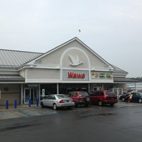 Photo taken at Wawa Food Market #834 by Sam K. on 8/28/2013