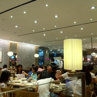 Photo taken at Din Tai Fung 鼎泰豐 by Mk P. on 6/29/2013