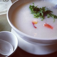 Photo taken at Congee Queen 皇后名粥 by Erik R. on 4/7/2013