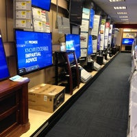 Photo taken at Best Buy by Paulo R. R. on 9/3/2013