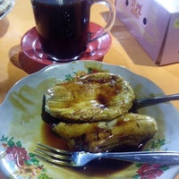 Photo taken at Pisang Epe by Fajar A. on 3/28/2015